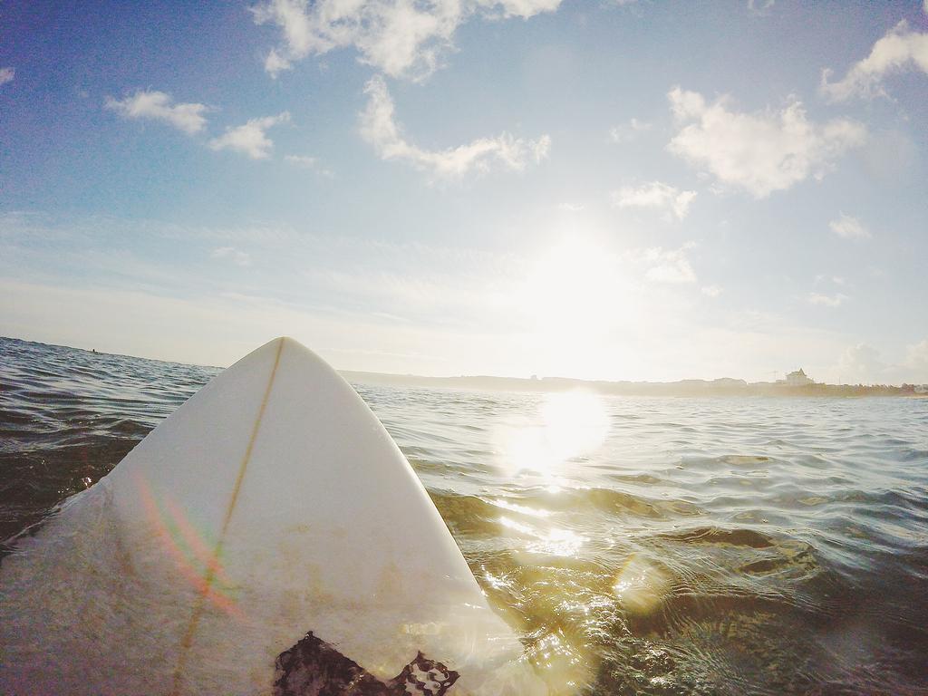 乘冲浪板的人