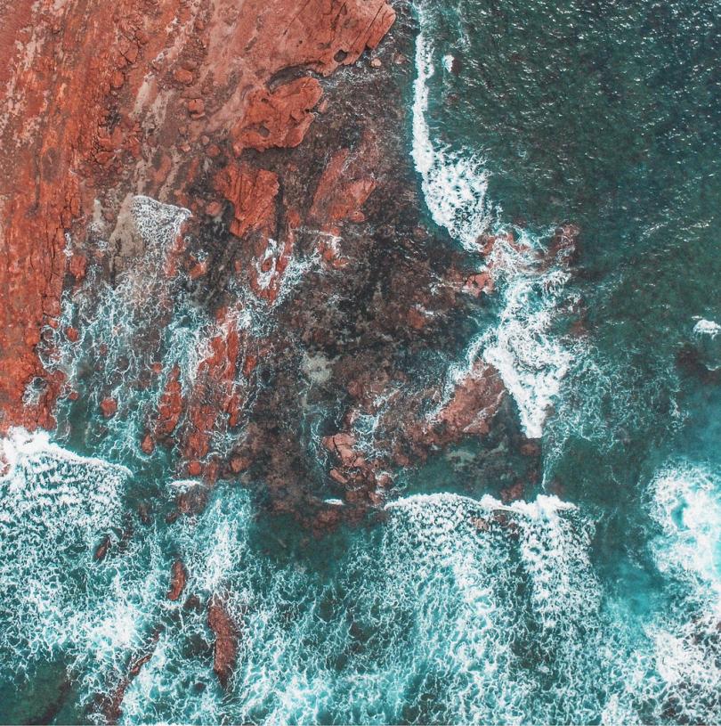 海洋岩石石头海岸线水无人机视图自然崩溃海滩