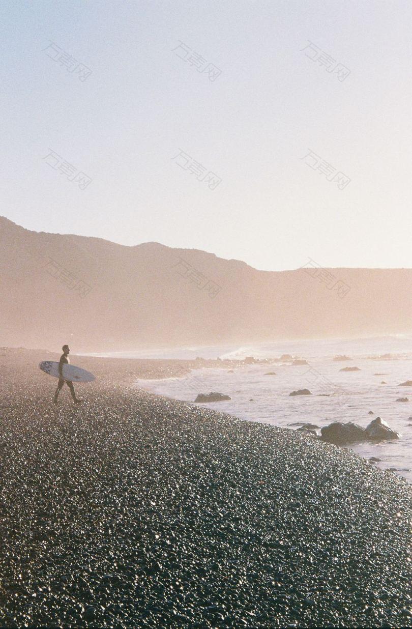 壁纸背景野生探险海岸薄雾雾黎明岩石蜡运动海滩谷物胶卷相机新西兰自然山脉海洋风景冲浪