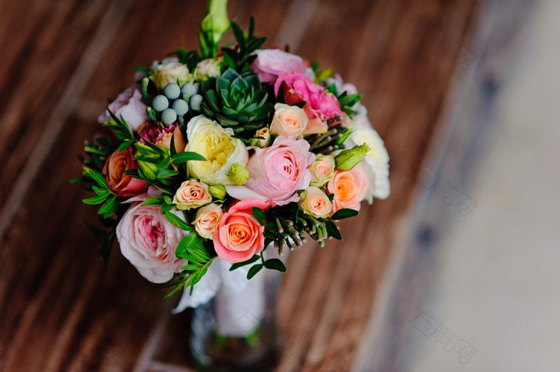 桌面玫瑰花束