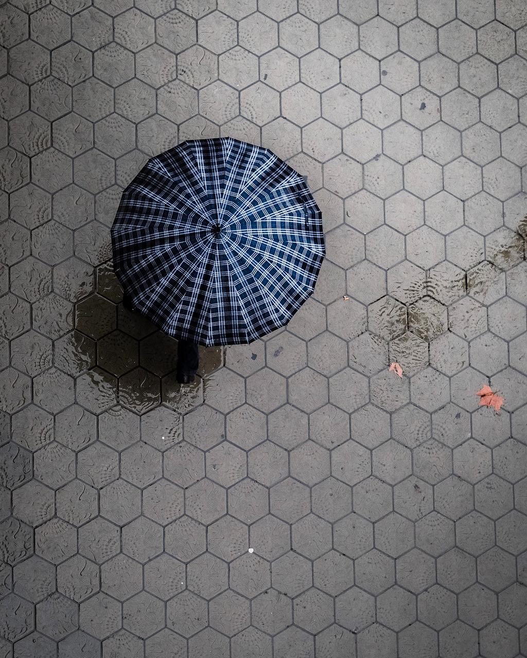 黑白相间伞的表面鸟瞰图