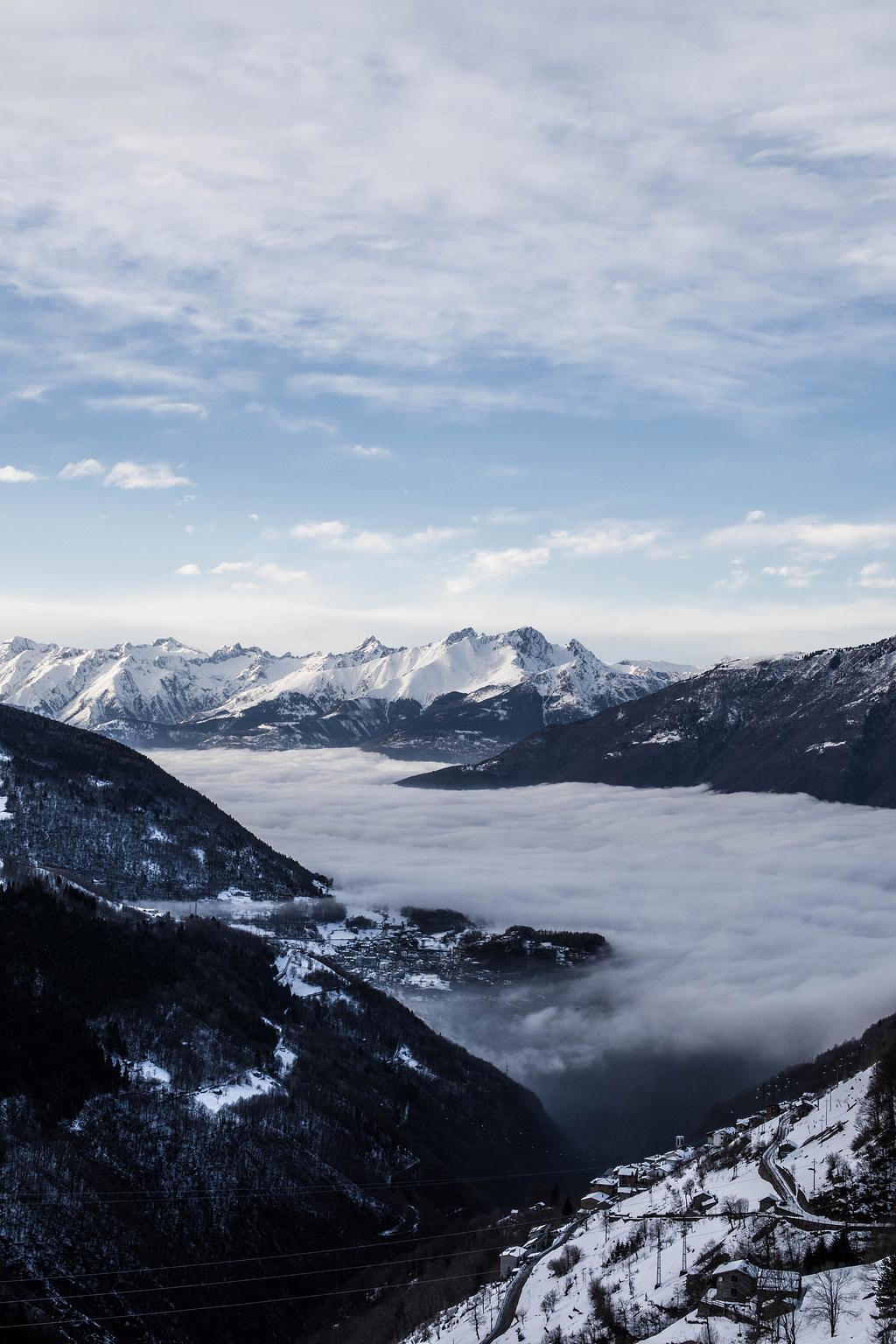 云山边的航空摄影